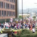 Wielka Brytania: Antyislamistyczny protest w Rotherham w cieniu tęczowej flagi