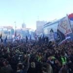 Vojislav Šešelj witany przez tysiące serbskich nacjonalistów