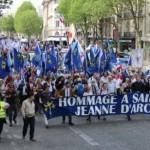 """""""Francjo, zbudź się!"""" – tysiące nacjonalistów i tradycjonalistów na ulicach Paryża"""