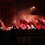 """""""Chwała Wielkiej Polsce, precz z UE!"""" – tysiące osób na Marszu Patriotów 2016"""