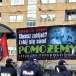 """Nacjonaliści kontra """"postępowi"""" degeneraci i policja"""