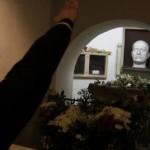 Benito santo subito – tysiące Włochów odwiedzają grób Duce