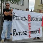 """Polska dla Polaków: Nacjonaliści kontra przyjaciel """"uchodźców"""""""
