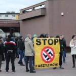 """Tragifarsa: """"Narodowcy"""" z banerem """"Stop faszyzmowi"""""""